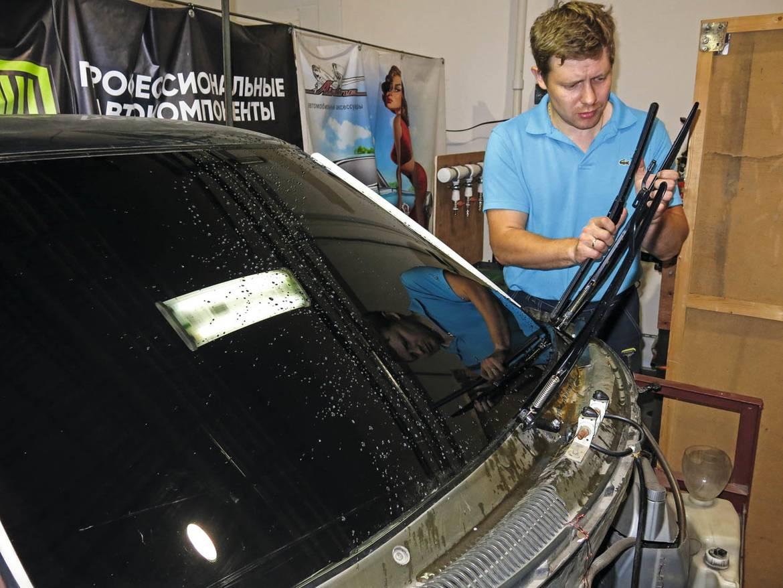 Испытываем гибридные щетки стеклоочистителей жарой, холодом и агрессивными средами